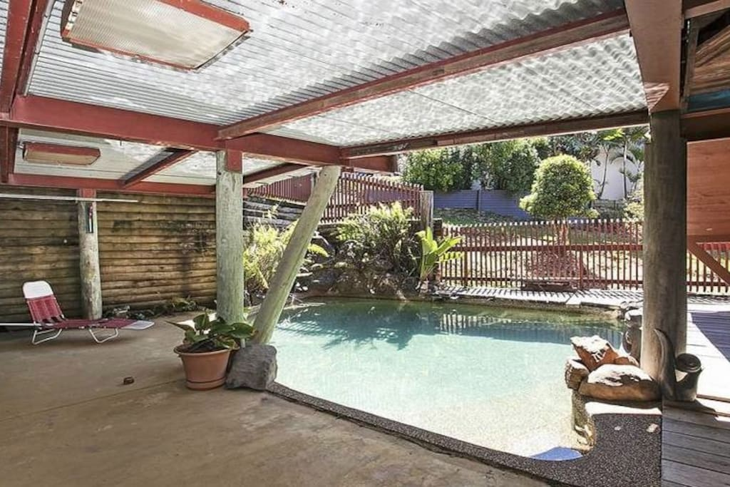 Pool access from mid floor