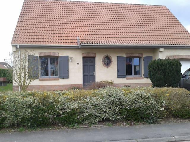 Maison idéale pour 7 voyageurs - Beuvry - Dům