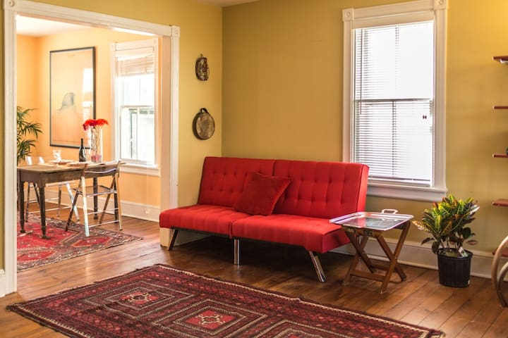 Charming townhouse apartment in Hopewell Village