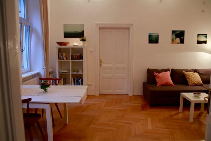 Charming apartment, trendy district - Viyana - Daire