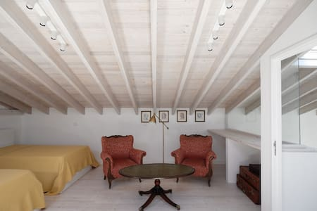 The Saint Lazarus Villa (Lazarus Room 5, Floor 2)