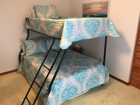 Affordable Bunk Beds, 4 miles from Rainbow River!