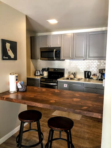 Remodeled studio in the center of town - sleeps 4