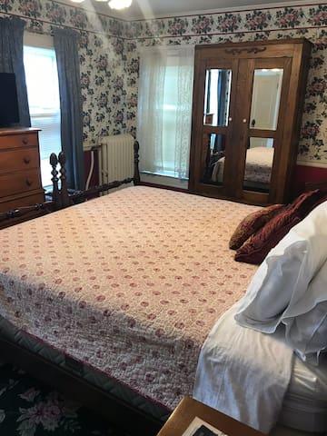 Historic Nu Wray Inn Near Asheville, NC-Room 22