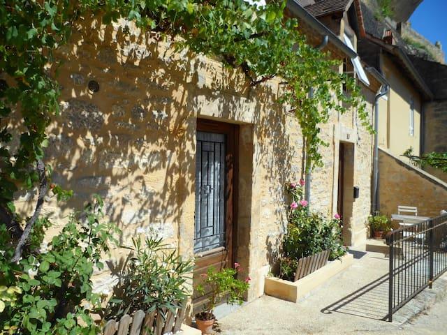 Charmante petite maison calme et ensoleillée - Les Eyzies-de-Tayac-Sireuil - บ้านพักตากอากาศ