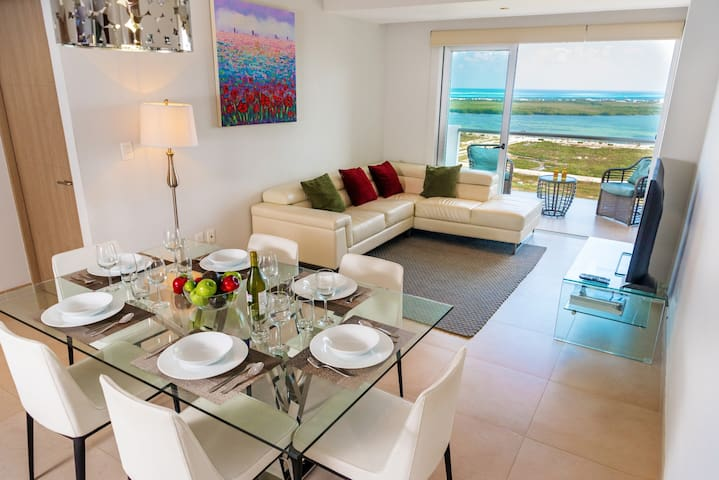 1701 Malecon Deluxe Suite with Best View in Cancun