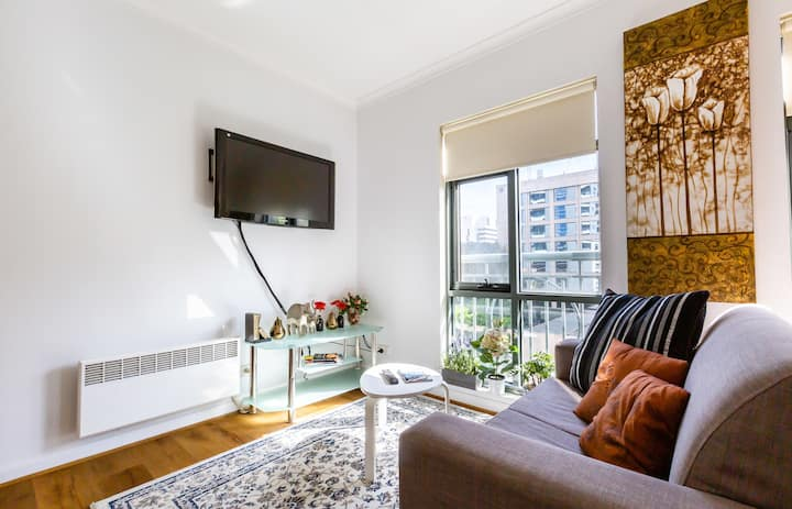 Cosy 1BDR CBD apartment close to Crown