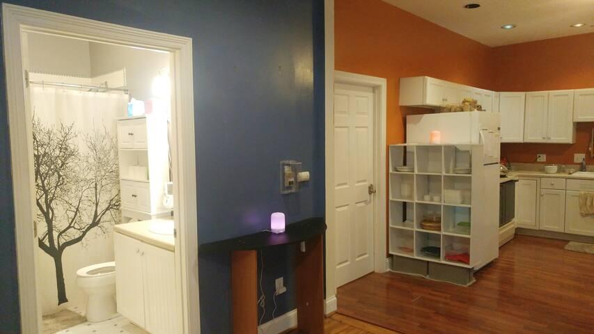 Guest bathroom & Kitchen