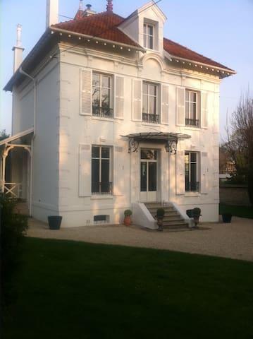 MAISON MANSART DE CHARME - Le Vésinet - House