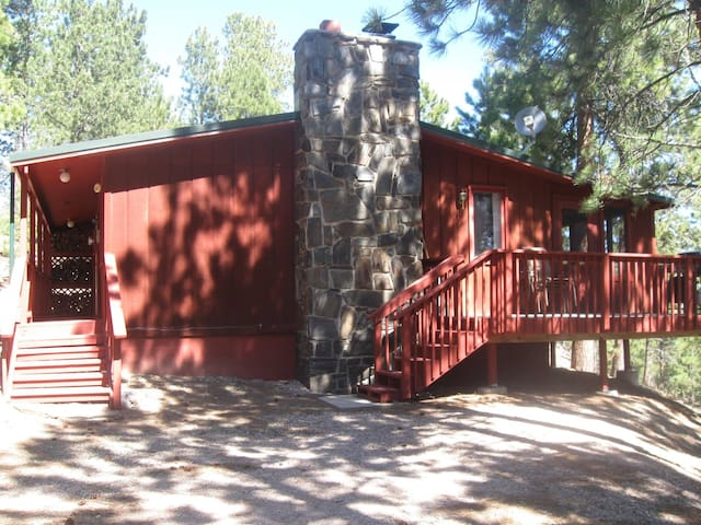 JH Pine close to Lake Pactola and all attractions!