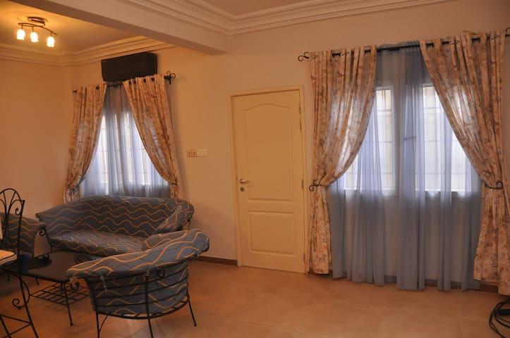 Agréable et sobre Appartement (RDC-B) - Cotonou - Apartamento
