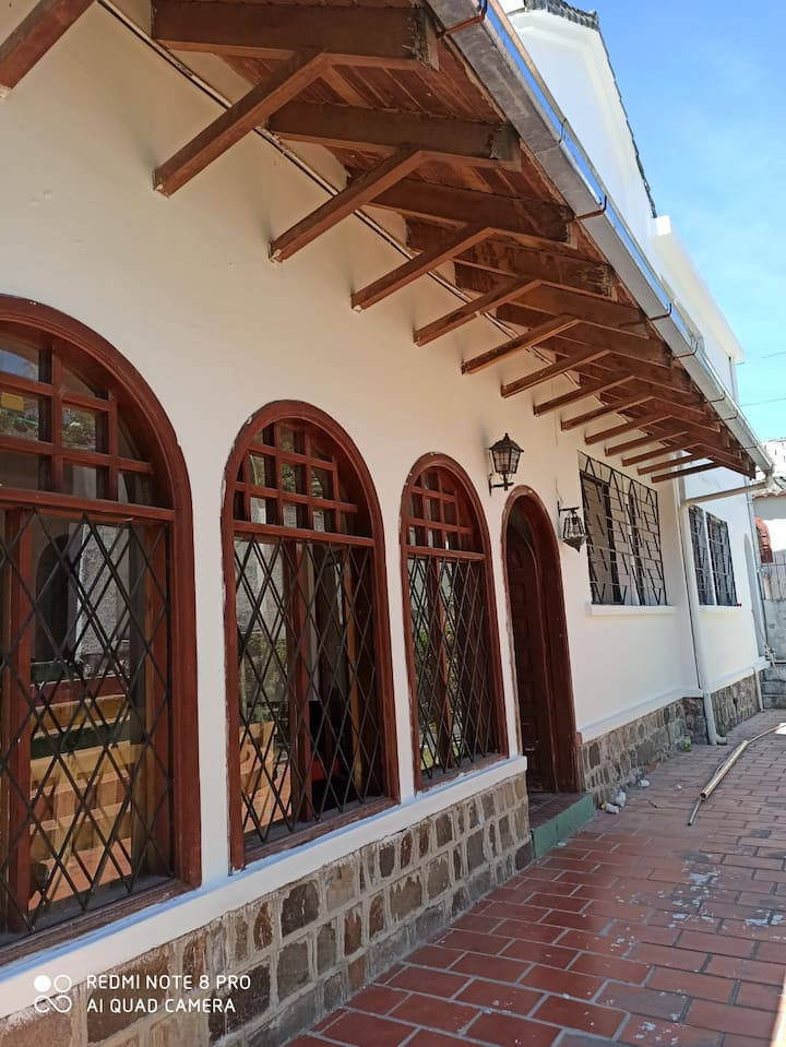 Hermosa casa en zona segura y céntrica de Quito