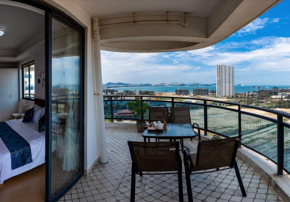 超大阳台,三面观海 躺在床上就能看到海。