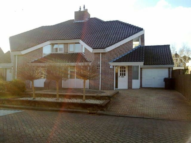 Nice house with free parking - Heerhugowaard - Hus