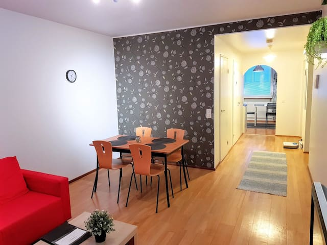 Spacious 3-Room apartment next to the central