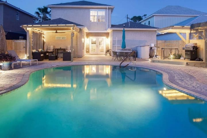 Tickled Turtle Beach House 3 Bedroom Lagoon View Home w/ Private Pool -  Pet Friendly - Free WiFi