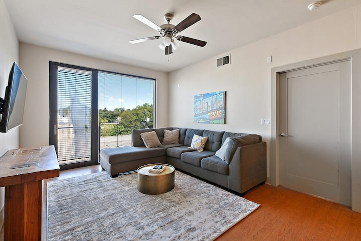 Loft on Guadalupe - UT & Downtown min away