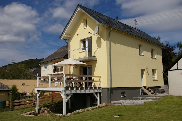 Detached holiday home with terrace and its own garden in the Hunsrück.