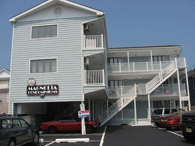 NEWLY REMODELED 2 BDR CONDO Close to Beach/Boards
