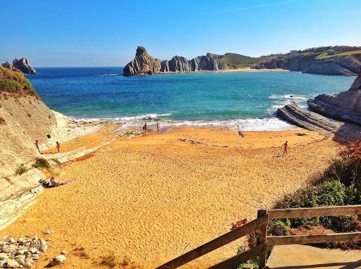 Casa a 50m de playa . Parque Geológico C.Quebrada