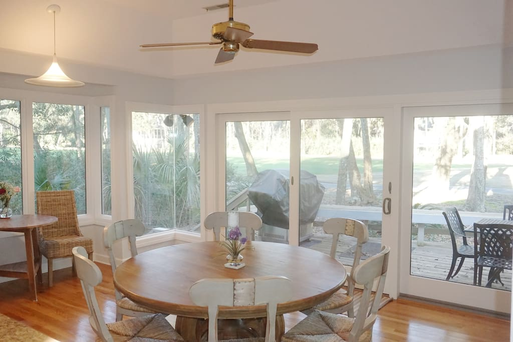 Breakfast nook overlooking golf course