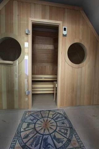 Sauna mit 60 Grad ( BIO )oder 90 Grad  mit Lichttherapie und Music