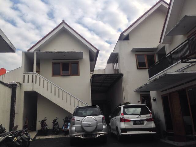 Cozy and homey 1BD with parking - Bandung - Bed & Breakfast