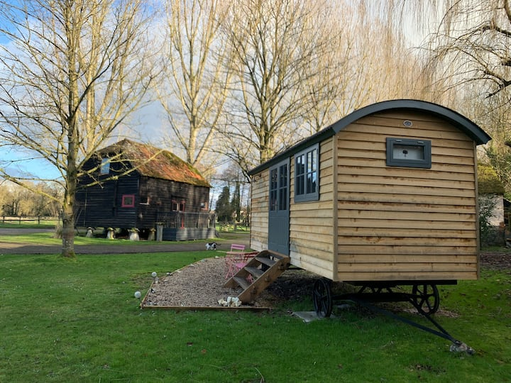 Luxury self-contained serviced shepherd hut