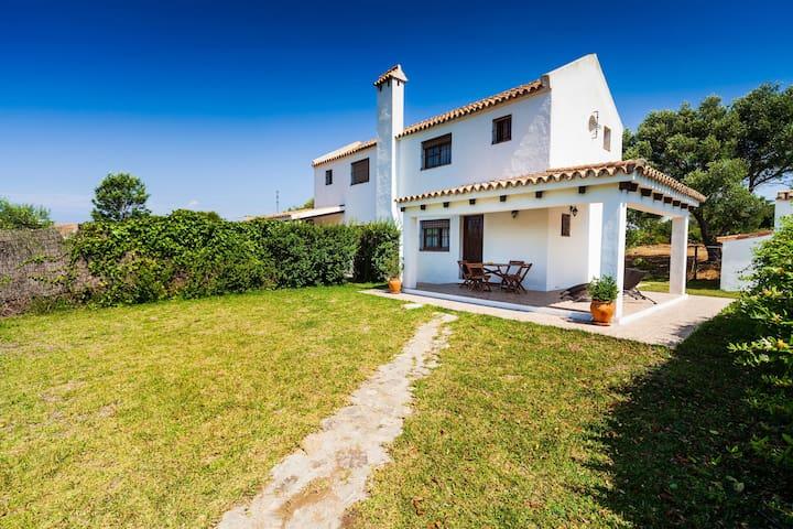 Modernes Ferienhaus in idyllischer Lage - Villa La Quinta de Maria Luisa 2