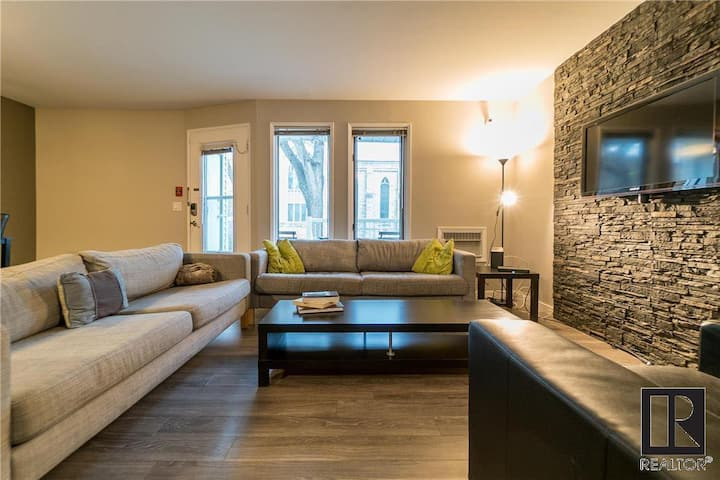Private room in Osborne village condo with balcony