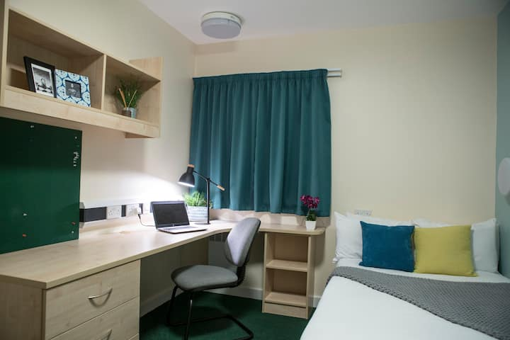 Large Standard Room with Private Bathroom in Sutton Bonington