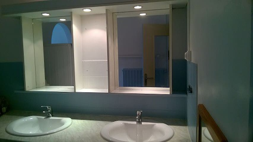 """Double vasques dans la """"grande salle de bain"""""""