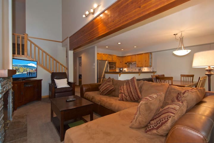 Professionally managed & cleaned by iTrip Vacations: Rustic Whistler Charm, PERFECT vacation getaway