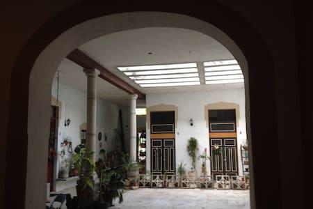 casa santiago, habitacion amueblada - 梅里达 - 独立屋