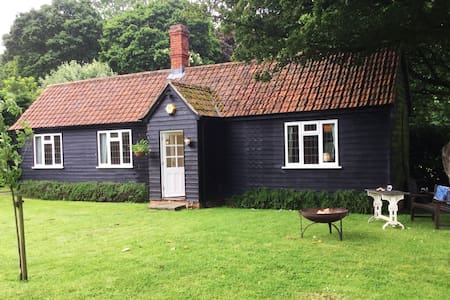 Dairy Cottage: a peaceful getaway with a garden