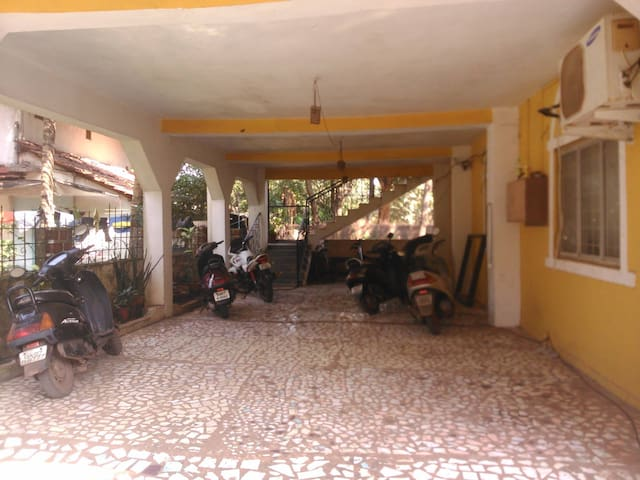 Private, Spacious Fully-Loaded Double Bedroom+Bath - Saligao - Casa