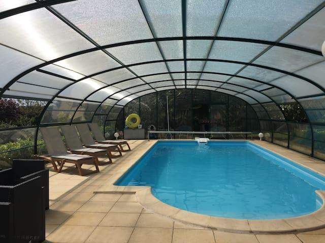 Maison avec clim piscine chauffée jaccuzzi ss dôme - Hautefort - House