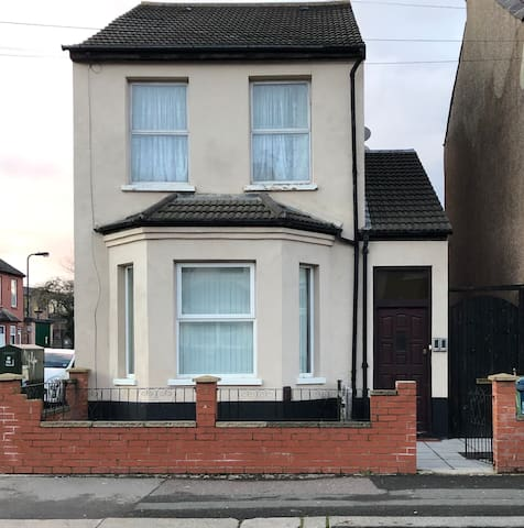 Brilliant modern home in Wealdstone