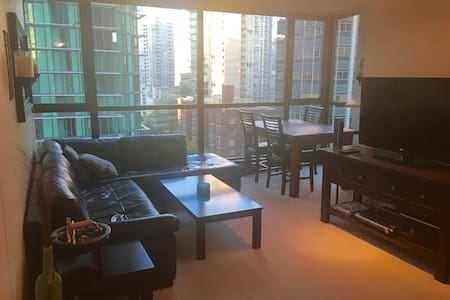COAL HARBOUR OCEAN VIEW 1 BED + DEN - Vancouver