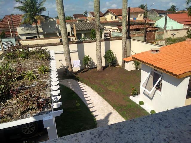 Linda casa perto da praia/4 quartos/10 pessoas