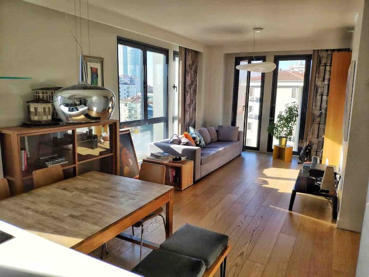 * Contemporary apartment unit with swimming pool
