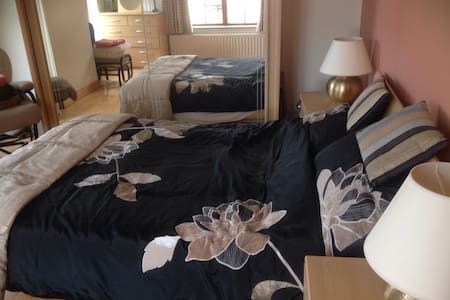First class double bedroom with own bathroom - Lisburn - Casa