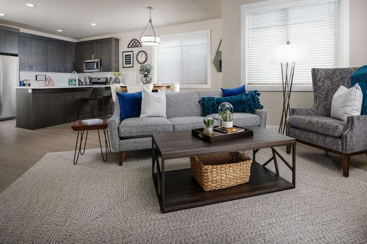 New Southeast Portland Construction, Bright Open Floor Plan, Foosball Table, Walk to MAX Station