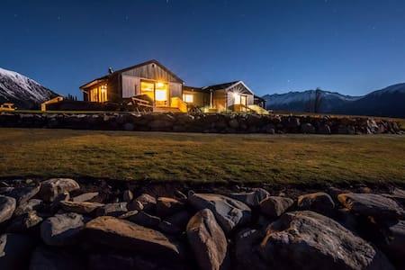 Lake Ohau Quarters - High Country Accommodation
