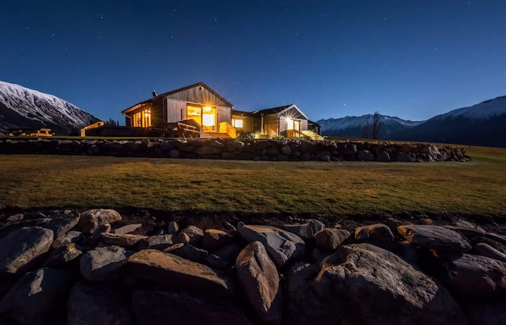 Lake Ohau Quarters - High Country Accommodation