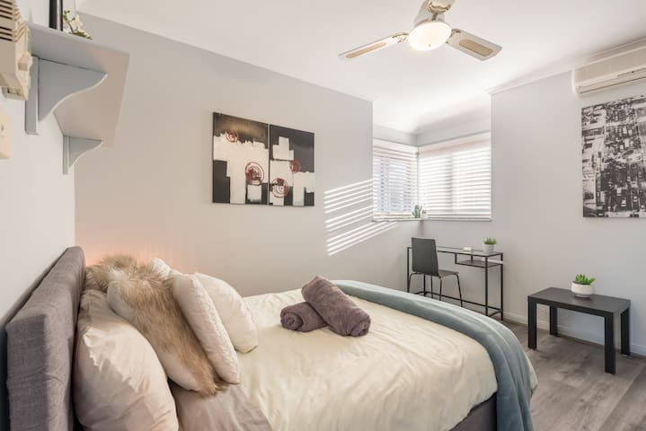 Boutique Private Rm situated in the heart of Burwood6