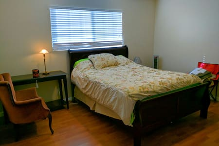 1BR Spacious room in a family house - Hus