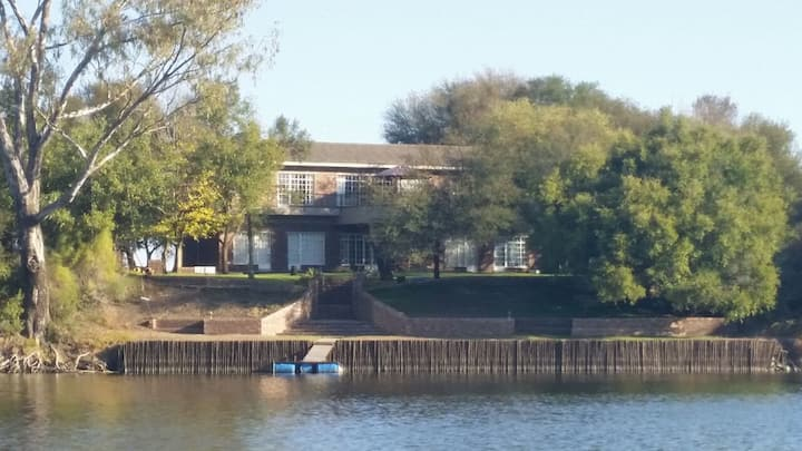 Fishing & family destination: Ski-inn River house.