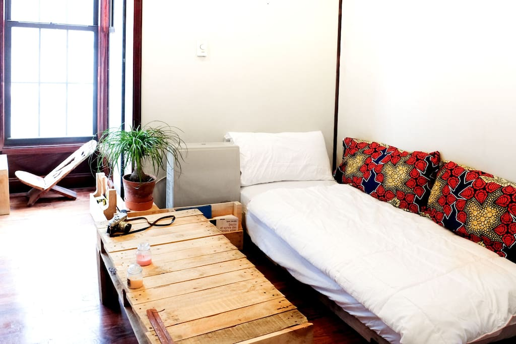 Living room / additional bed