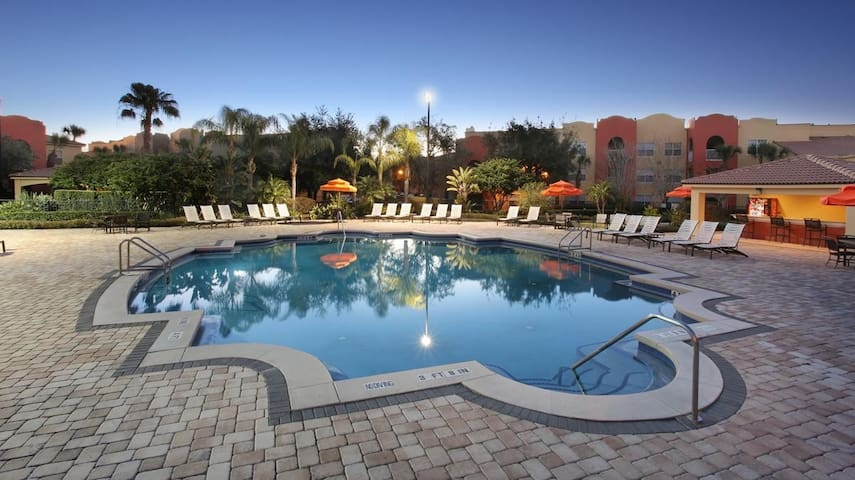"1 bd apartment 10 min from all parks ""POOL OPEN"""